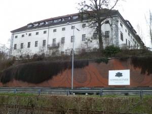 1280px-Puchenau_(Schloss_8)